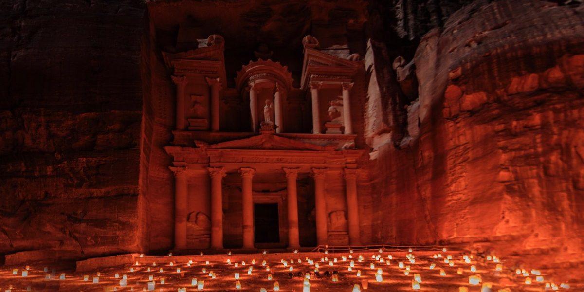 Petra bei Nacht / Das Schatzhaus (The Treasury) im Kerzenlicht