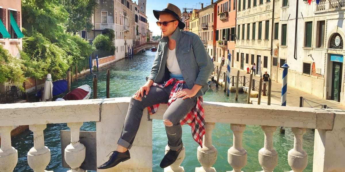 Denim all over in Venice title